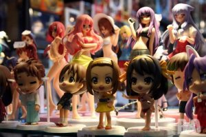 https://otakritik.files.wordpress.com/2015/04/f8534-figurines-japan-expo-2011.jpg?w=300&h=199